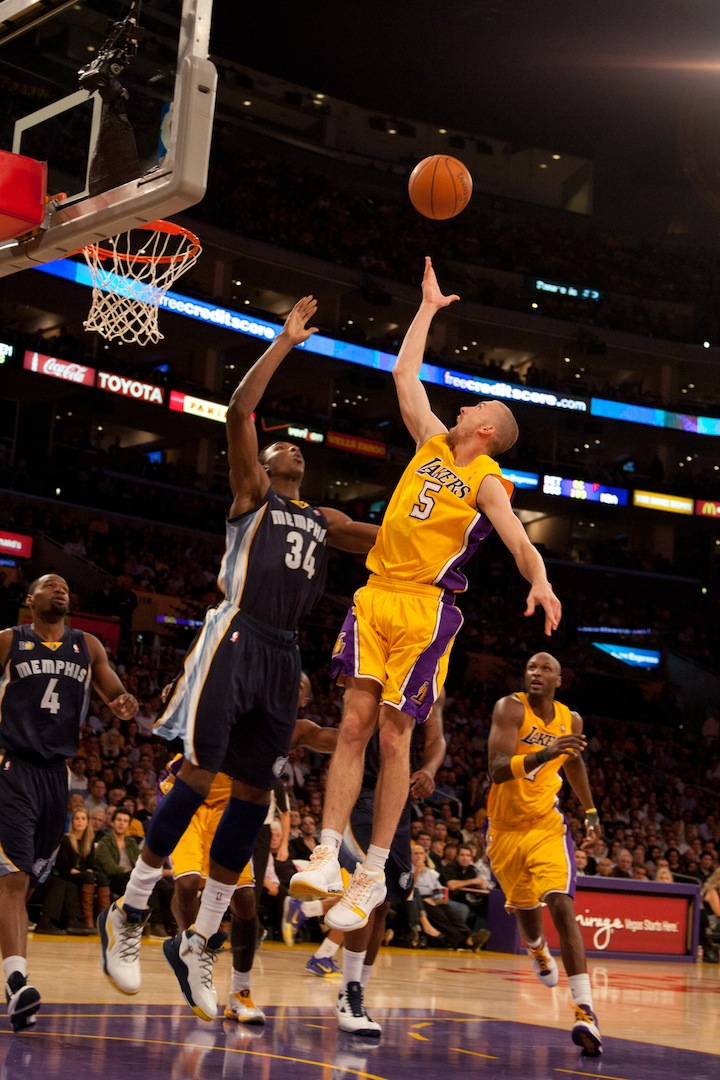 By Dennis J. Freeman El-Segundo, CA-Los Angeles Lakers guard Steve Blake doesn't mind lurking in the...