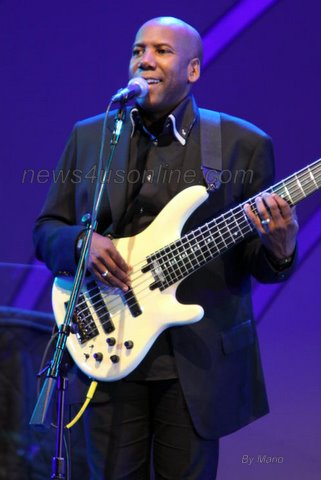 Fourplay's Nathan East does his thing at the 33rd Playboy Jazz Festival./Photo Credit: Mario/news4usonline.com