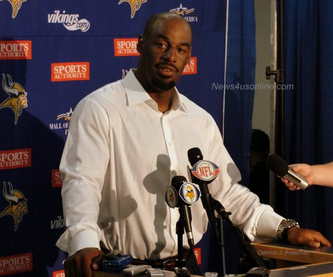 Minnesota Vikings quarterback Donovan McNabb talks to the media after his bad day against the San Diego Chargers./Photo/Dennis J.Freeman/news4usonline.com
