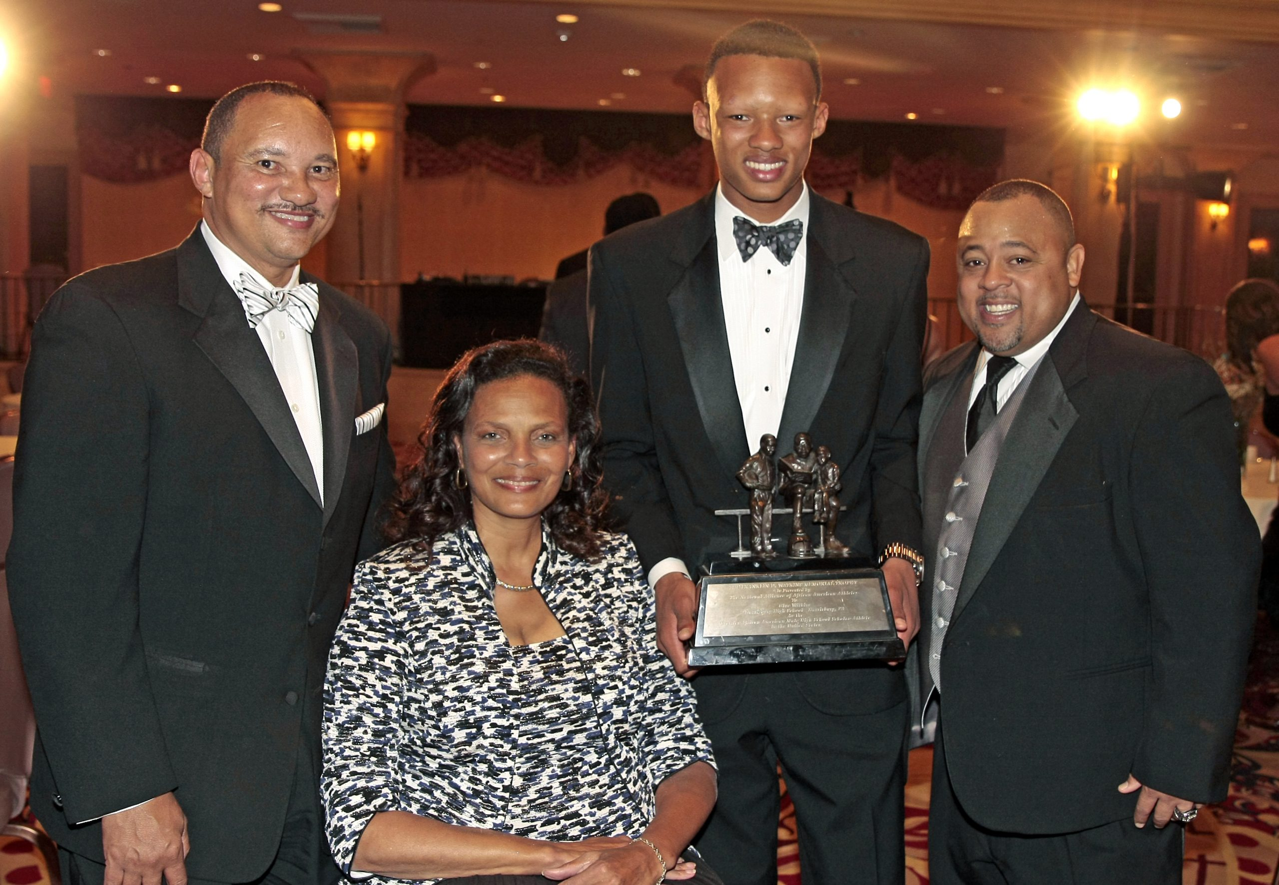 Joshua Dobbs (second right), one of the most talented high school quarterbacks in the country, is the recipient of the 2013 Franklin D. Memorial Watkins Award.