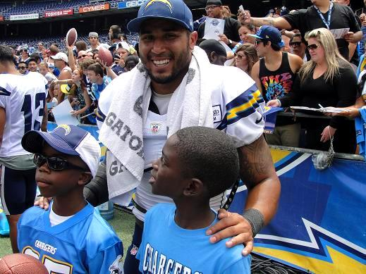 San Diego Chargers running back Ryan Mathews gives a couple of fans two thumbs up at the team's annual Fanfest. Photo: Dennis j. Freeman
