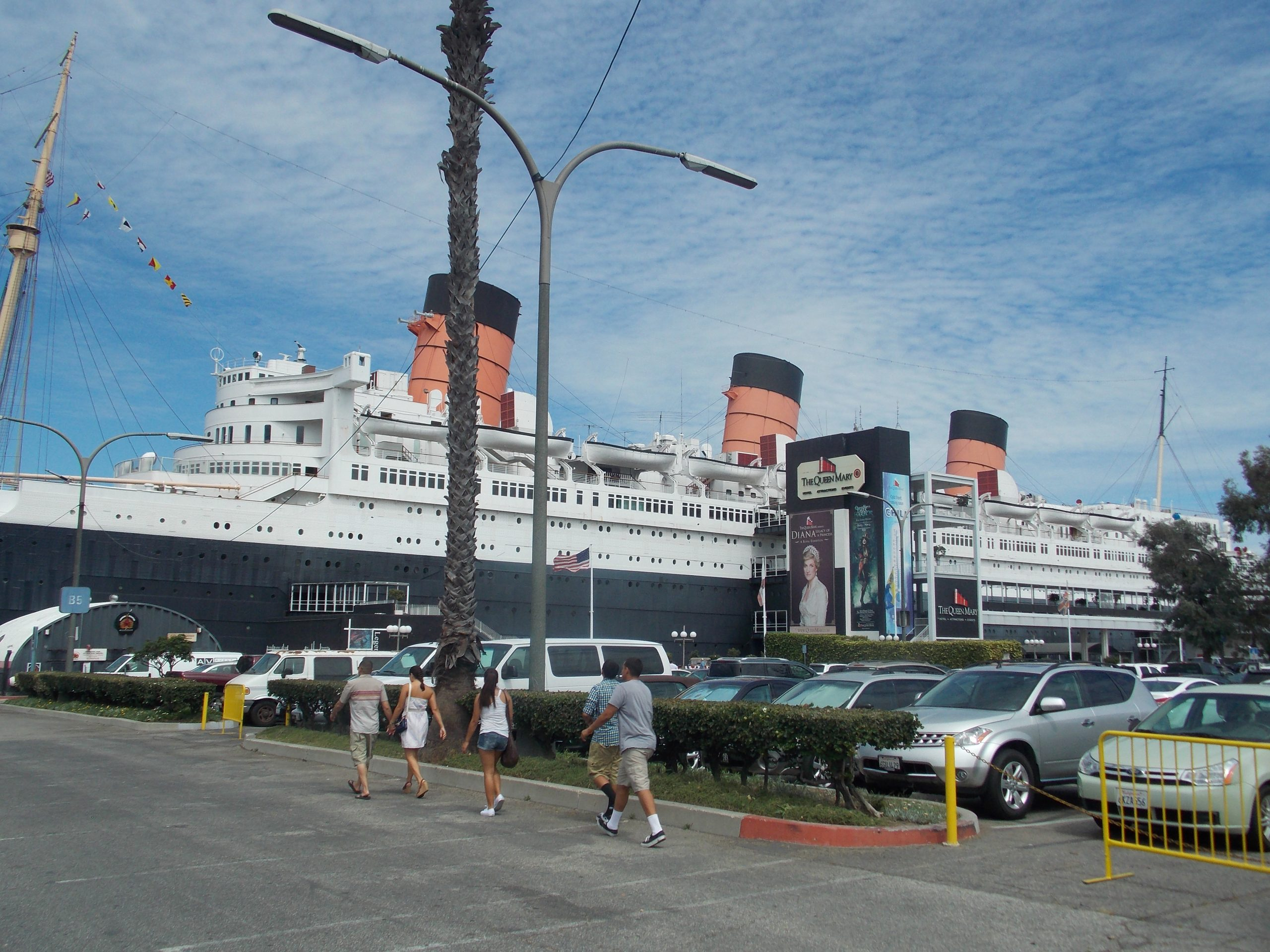 MAMA! I WANNA GO TO THE QUEEN MARY!!