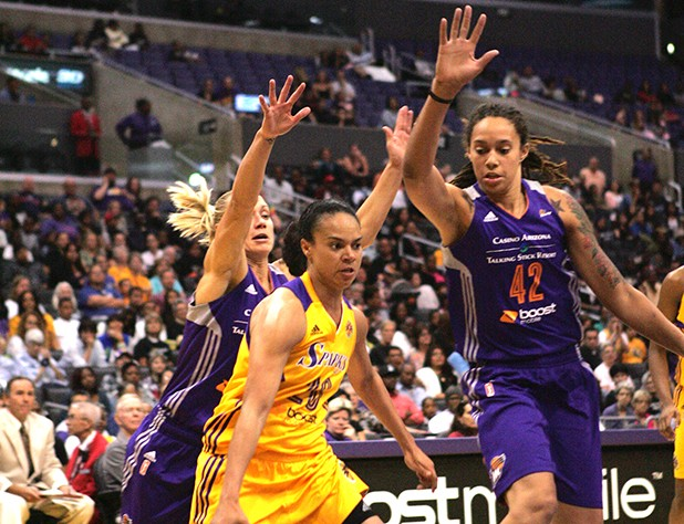 SParks Kristi Toliver who scored 9 points & 3 assist being harassed by Brittney Griner (42) & Erin Phillips (31). Photo Credit : Jevone Moore /  News4usonline.com