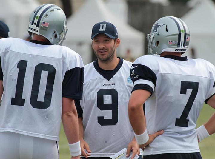 Tony Romo (center), giving the backup Quarterbacks so pointers.Photo by Jevone Moore/ Full Image360/ News4usonline.com