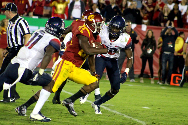 Justin Davis puts the finishing touches on USC's 38-30 win against Arizona with this 18-yard touchdown run in the fourth quarter. Photo by Dennis J. Freeman/News4usonline.com