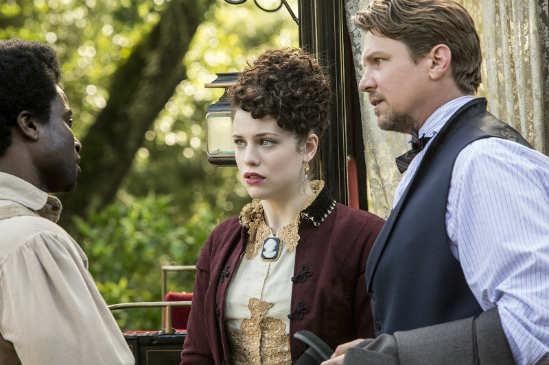 CLYDE (DAVID KENCY), ELIZABETH HAWKES (JESSICA DE GOUW) AND JOHN HAWKES (MARC BLUCAS) MEET