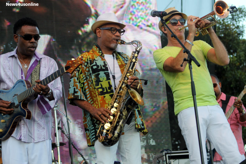 "BWB: Norman Brown, Kirk Whalum and Rick Braun form the trio ""BWB"" group. Photo by Dennis J. Freeman/News4usonline.com"