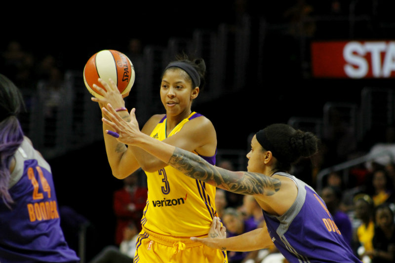 Los Angeles Sparks forward Candace Parker looks to pass against the Phoenix Mercury. Photo by Dennis J. Freeman/News4usonline