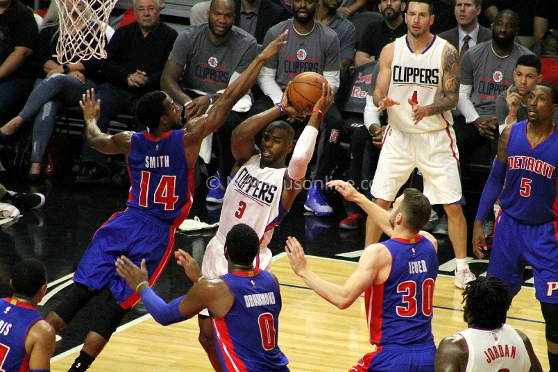 Chris Paul led the Los Angeles Clippers with 24 points in assisting his team to a 114-82 win at Staples Center on Monday, Nov. 7, 2016. Photo by Dennis J. Freeman/News4usonline.com