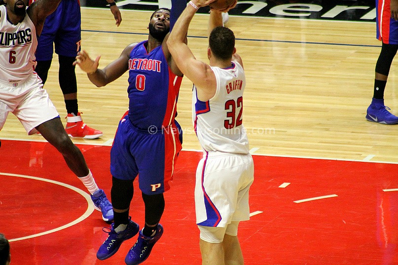 Blake Griffin shoots over the outreached hand of Detroit's Andre Drummond in the Clippers' 114-82 win at Staples Center on Monday, Nov. 7, 2016. Photo by Dennis J. Freeman/News4usonline.com