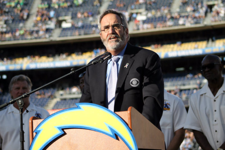 """NFL Hall of Fame quarterback Dan Fouts was a standout as a member of the San Diego Chargers in Don Coryell's """"Air Coryell"""" offense. Photo by Dennis J. Freeman/News4usonline.com"""