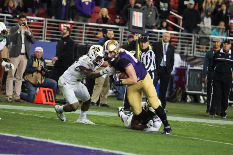 Washington outgained the Colorado Buffaloes in total yardage, 383 to 163. Photo by William Johnson/News4usonline.com