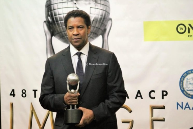 Actor Denzel Washington backstage at the 48th Annual NAACP Image Awards after winning the Outstanding Actor in a Motion Picture honor. Photo by Dennis J. Freeman/News4usonline