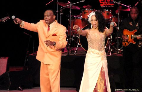 Peaches & Herb perform at the Greek Theatre in Los Angeles during the 70s Soul Jame concert. Photo: Dennis J. Freeman