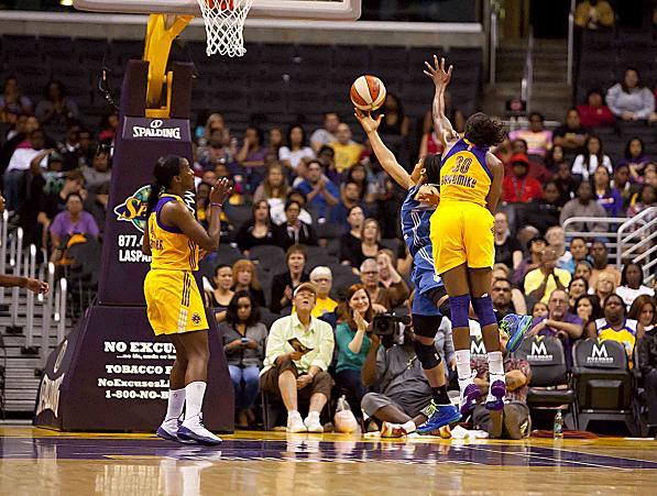 Sparks vs Lynx Moore layupfinal