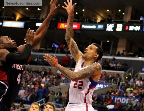 The Clippers' Matt Barnes soar to the basket against the Atlanta Hawks. Photo: Dennis J. Freeman