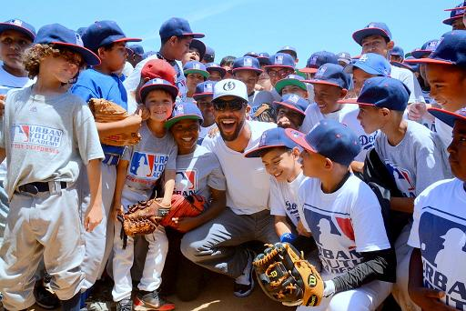 David Price surrounded by kids at Urban Youth Academy in Compton Ben Platt/MLB.com