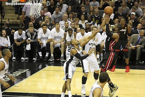 Dwayne Wade pulling up for two points in Game 2 of the NBA Finals. Photo Credit: Antonio Uzeta/News4usonline.com