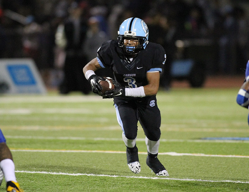 Carson RB/QB Devonte King shown on a 4th quarter run out the Wildcat formation. Photo by Jevone Moore / Full Image 360 / News4usonline.com