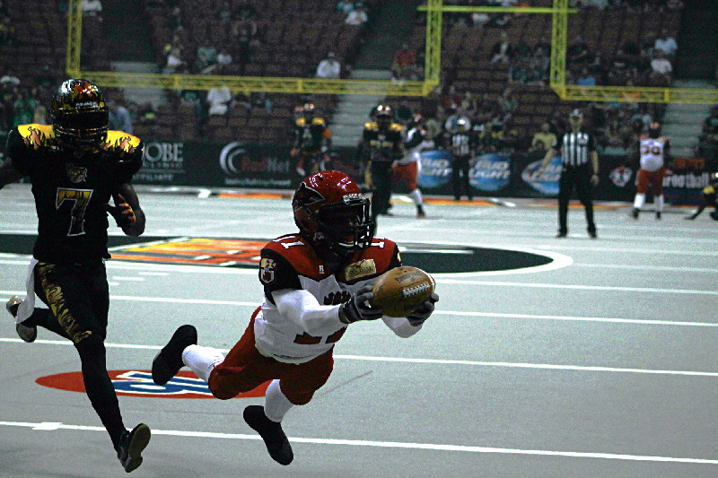 The Jacksonville Sharks got on the scoreboard early against the LA KISS, thanks to this fingetip grab fora touchdown. Photo by Dennis J. Freeman/News4usonline.com