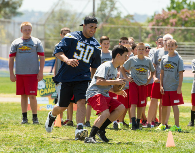 Chargers linebacker Manti-Teo going through drills at one of the team's recent Jr. Chargers Training Camp events. Photo courtesy of the San Diego Chargers