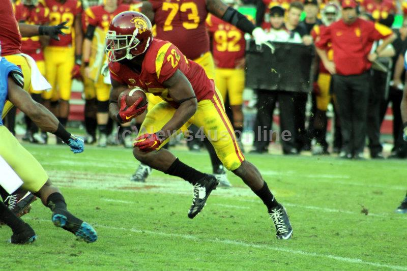 USC running back Justin Davis (22) rushed for 902 yards on 169 carries last season for the Trojans. Photo by Dennis J. Freeman/News4usonline