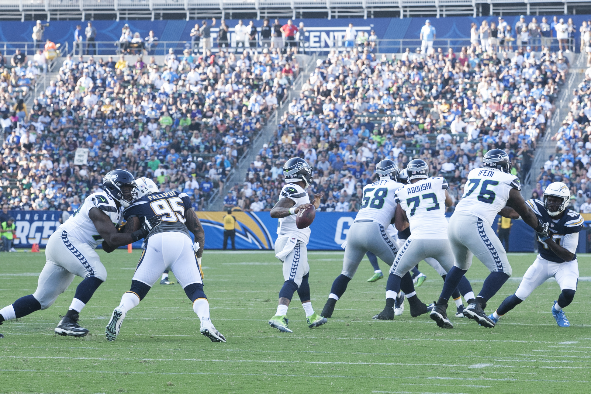 Preseason action between the Los Angeles Chargers and Seattle Seahawks. Photo by Astrud Reed/News4usonline
