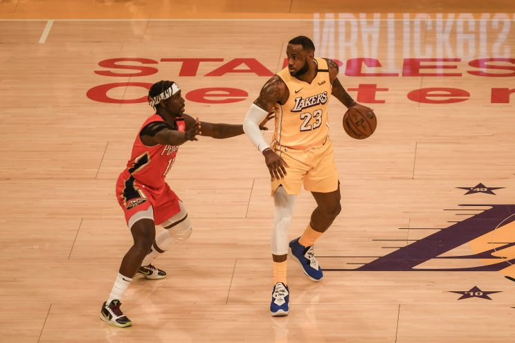 LeBron James and Lakers play the Golden State Warriors
